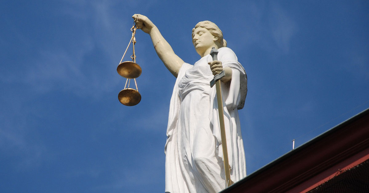 Amianto: la legge 257 del 1992, la prima che ne bandisce l'uso. Nell'immagine la statua della Giustizia