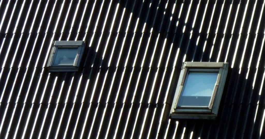 Gli Stati Uniti reintroducono l'amianto nell'edilizia? Nell'immagine un tetto in eternit