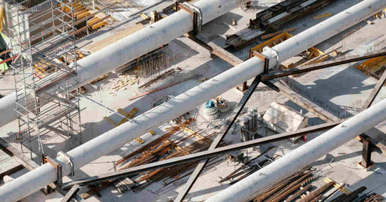 Immagine che rappresenta una veduta dall'alto di un impianto petrolchimico. Iniziato a Bologna il processo d'Appello per gli ex dirigenti del petrolchimico di Ravenna