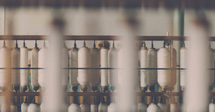 Primo piano di una roccatrice tessile. Nel settore tessile in Italia le roccatrici potevano avere freni in amianto