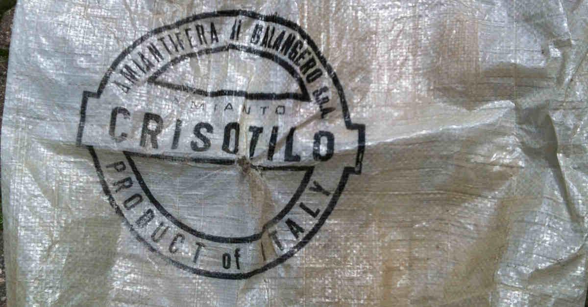 Un sacco di crisootilo (amianto), proveniente dalla miniera di Balangero. Sacchi di amianto venivano utilizzati per il trasporto del minerale alla Fibronit di Broni