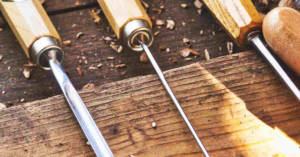 Strumenti di falegnameria. Le polveri di legno possono causare tumori e patologie respiratorie