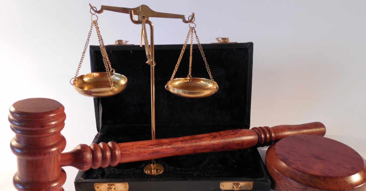 Bilnacia giustizia e martelletto. Assolto l'ex direttore dell'Eridania di Russi per le malattie da amianto dei lavoratori