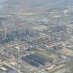 vista dall'alto del polo industriale di Gela