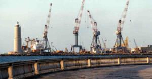 Vista del Porto di Livorno dalla Terrazza Mascagni. L'area portuale è parte di uno dei SIN della Toscana