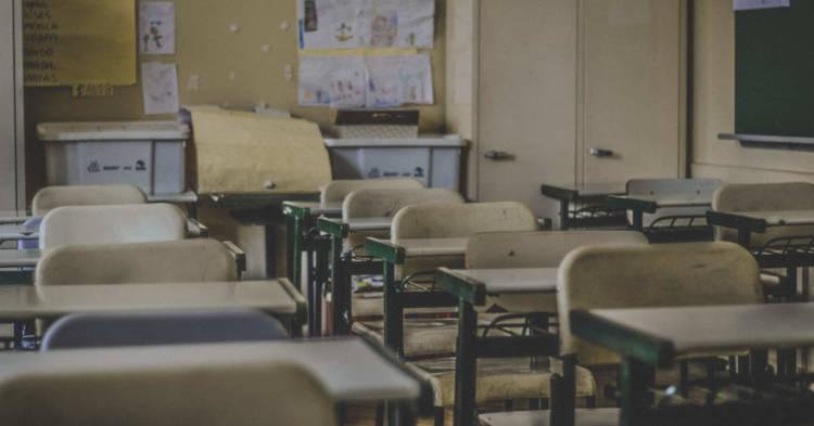 Vista di una classe a scuola. Chiama al 3339035421. Sei stato esposto ed hai contratto una malattia da amianto nella scuola? Risarcimento per Mesotelioma Pleurico e malattie da asbesto