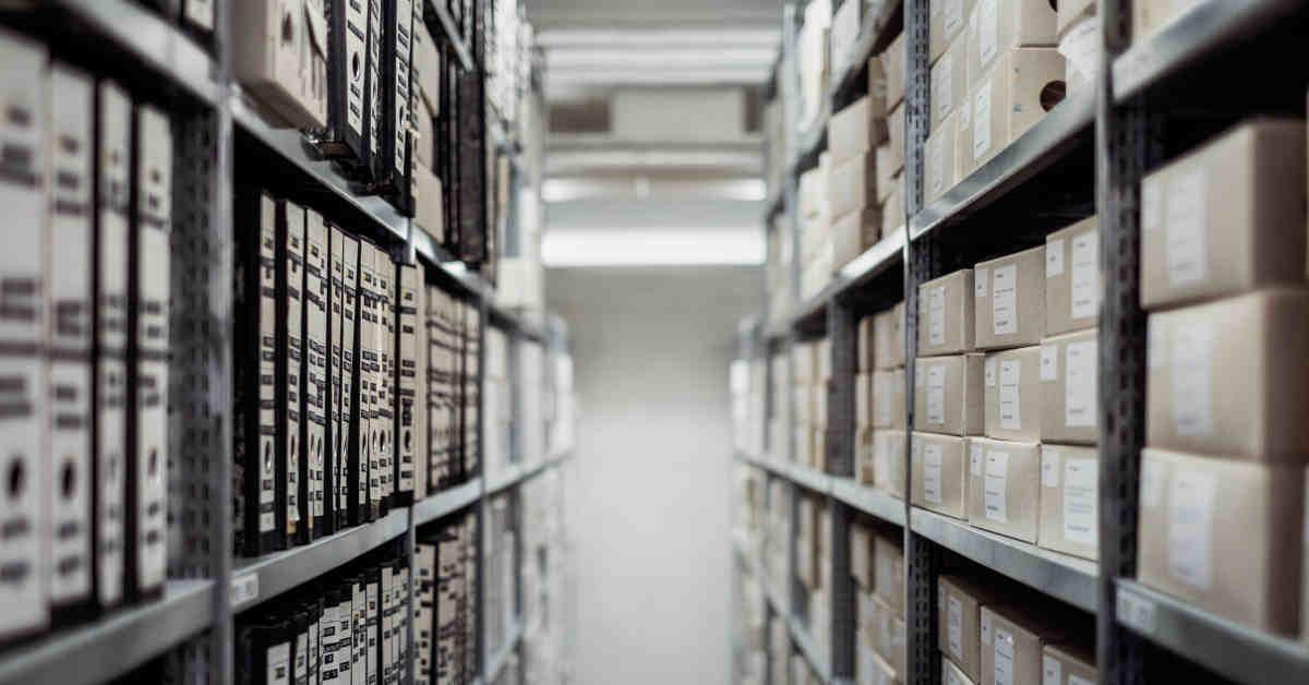 Corridoio in un archivio. Amianto in Fiat, Alfa, Lancia. Depositate le motivazioni della sentenza di assoluzione