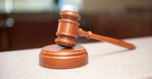 Martelletto sul banco del Tribunale. Pirelli Settimo Torinese: una sola condanna per le morti da amianto