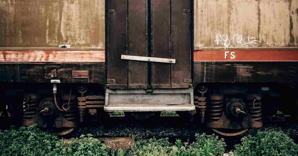 Particolare di una carrozza ferroviaria. Il prepensionamento dei ferrovieri esposti ad amianto