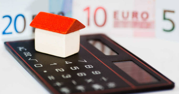 Infografica casa, calcolatrice, euro. Le prestazioni del Fondo per le Vittime dell'Amianto. Come richiederle nel 2020