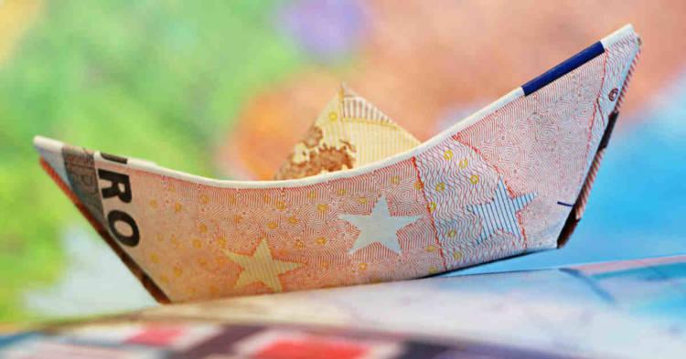 Banconota cinquanta euro in forma di barchetta. Mesotelioma non professionale: elevato a 10.000 euro il contributo una tantum