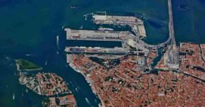 Veduta aerea del porto di Venezia