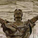 statua della giustizia bendata