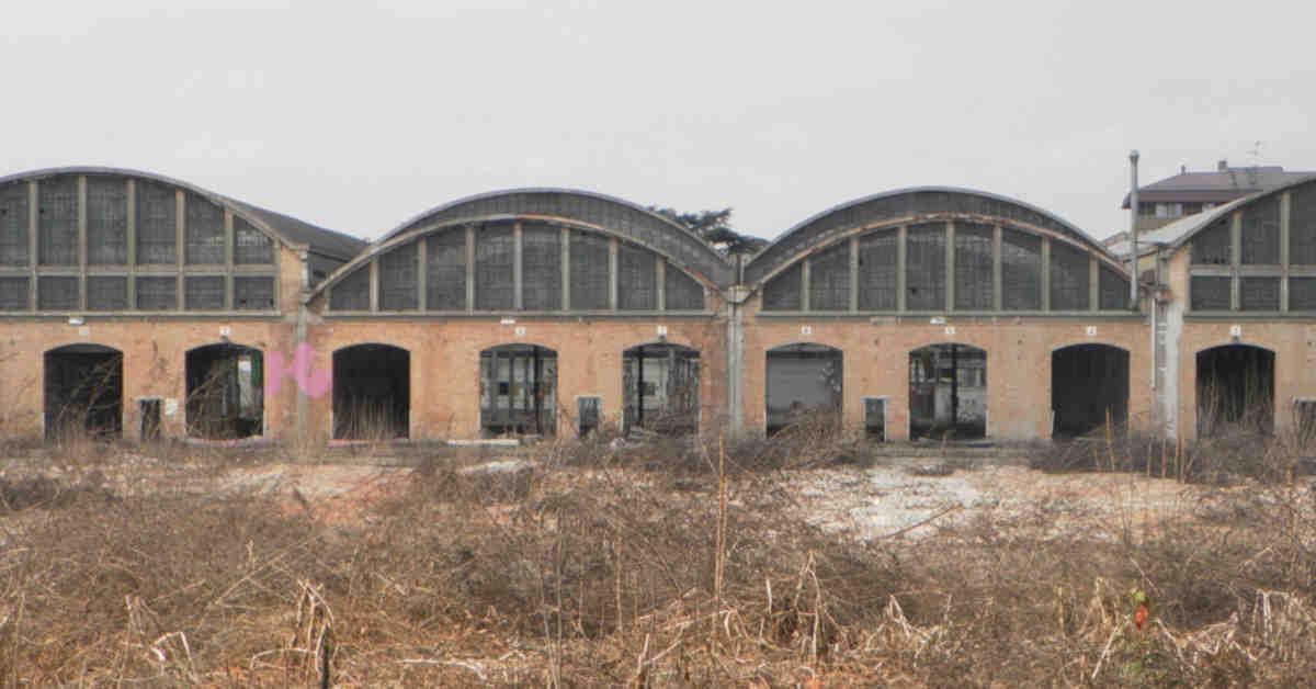 I capannoni abbandonati delle ex Officine Casaralta di Bologna