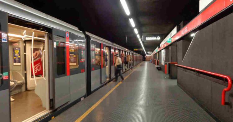 Vista di una fermata della metropolitana di Milano